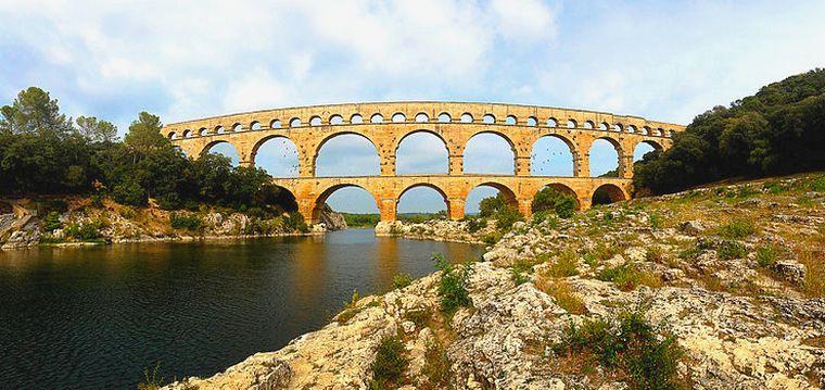 le pont du Gard (source Wikimedia Commons)