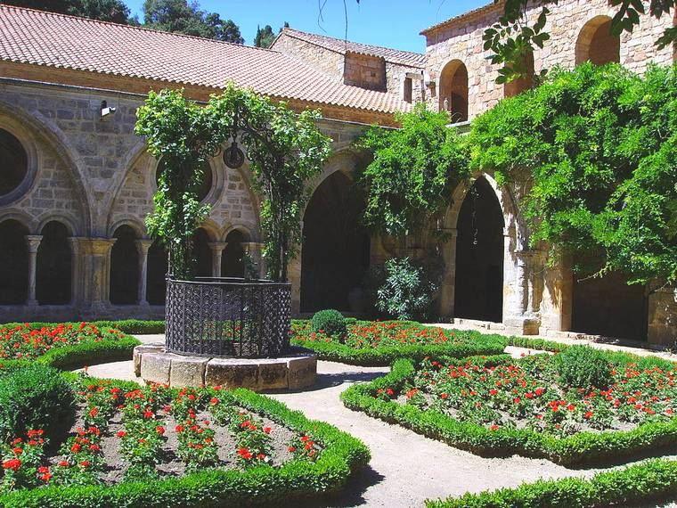 cloître abbaye de fontfroide