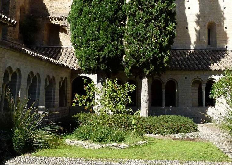 Cloître intérieur de l'Abbaye de saint Guilhem le Désert